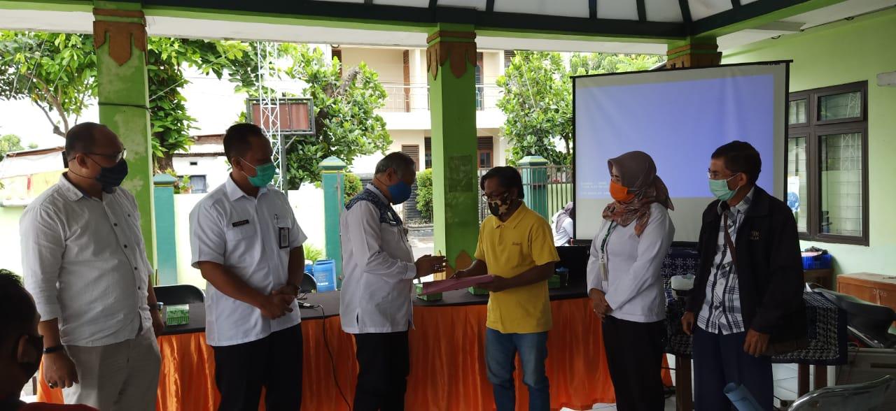 Penyerahan IUM bagi UMKM se Kelurahan Tegalrejo oleh Kepala Dinas Perijinan dan Penanaman Modal Kota Yogyakarta didampingi Bapak Camat dan Ibu Lurah Tegalrejo